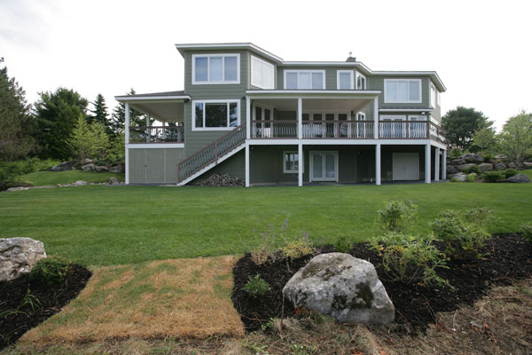 Home with covered porch built by Maine Coast Construction